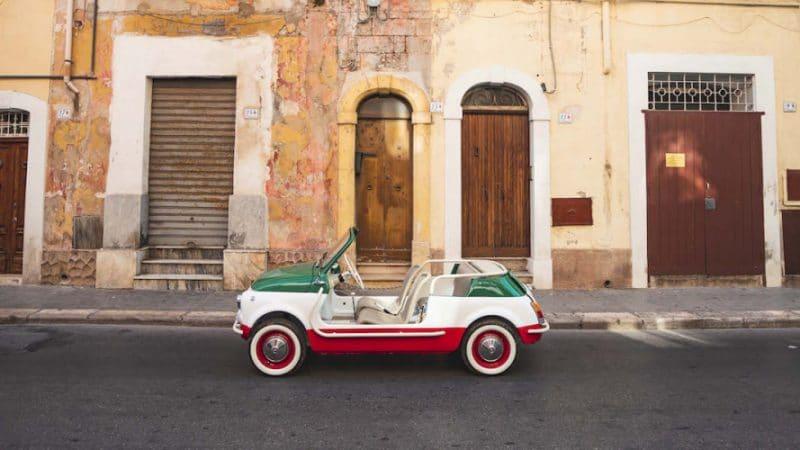 Nieuw: Deze schattige E-mobile als huurauto voor Italië